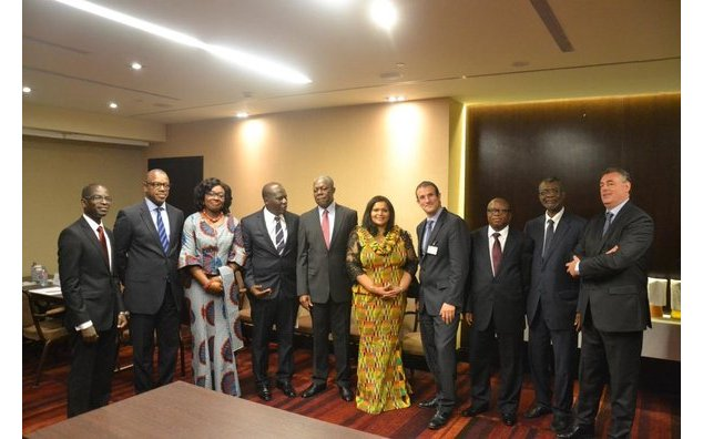 The CEO of GIPC, the Vice President of the Republic of Ghana, the Ghanaian Ambassador to France and the French Ambassador to Ghana, surrounded by business partners
