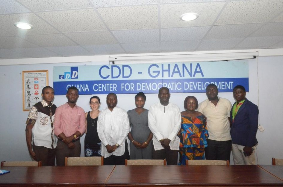 Picture: The representatives of AFES and CLGA the 2 selected NGOs, of CDD-Ghana and France-Ghana cooperation, at the contracts signing ceremony, Accra, the 29th January 2016. ©CDD-Ghana - JPEG